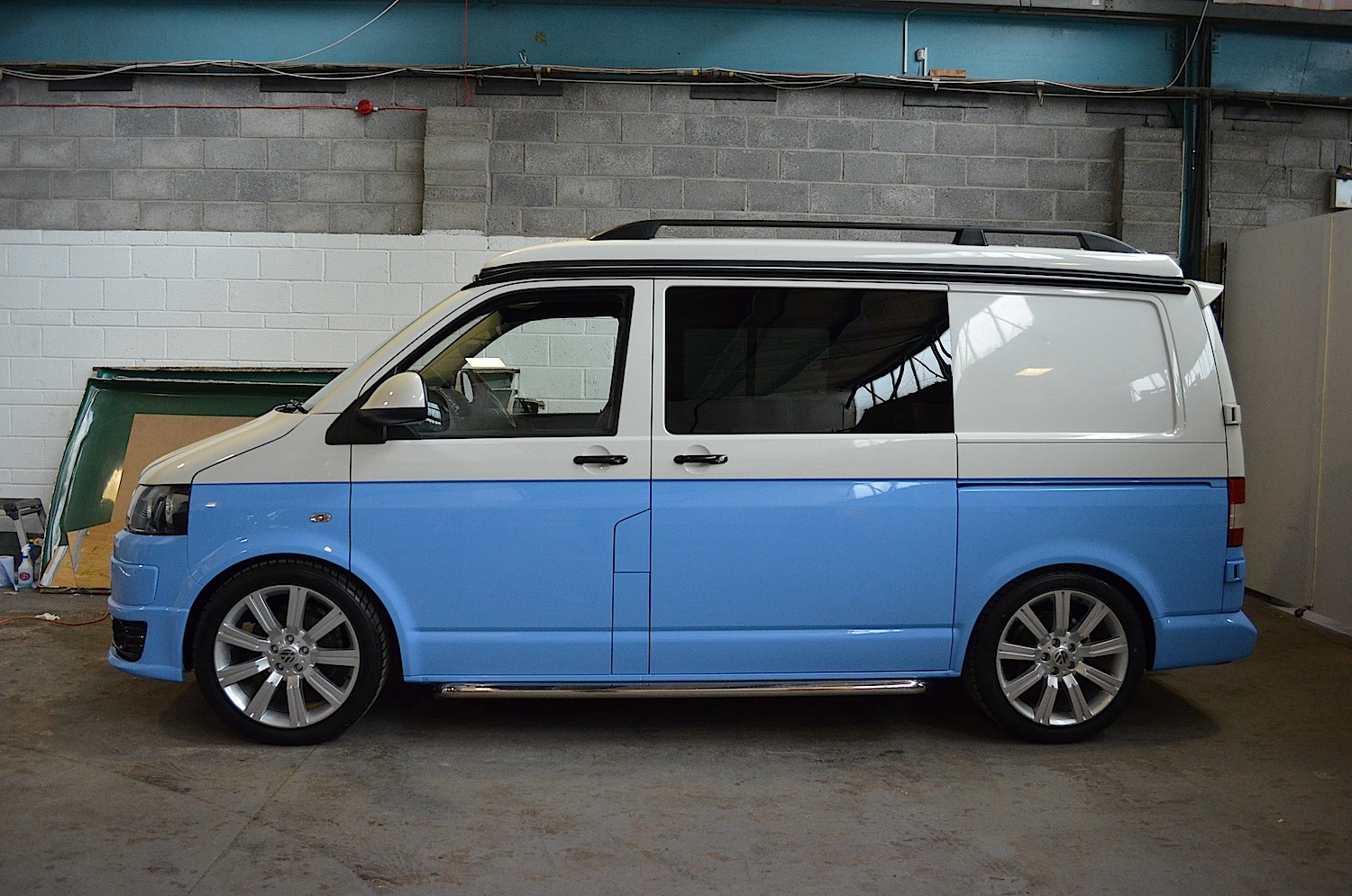 two tone vw camper conversion blue white t5 camper. Black Bedroom Furniture Sets. Home Design Ideas