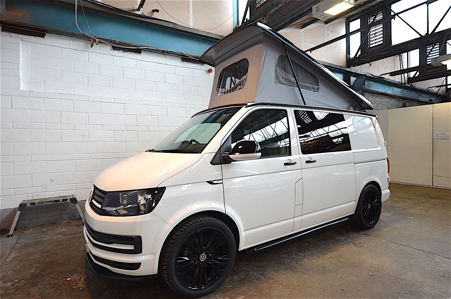 vw t6 39 signature sport 39 camper welsh coast campers. Black Bedroom Furniture Sets. Home Design Ideas